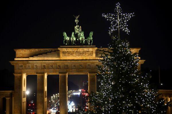 Рождественская елка в Берлине  - Sputnik Латвия