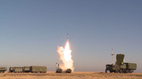 С-400 Триумф в действии - эффектные кадры испытаний от Минобороны России - Sputnik Латвия