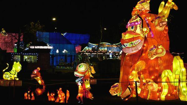Драконы в Таллине! В столице Эстонии зажглись гигантские китайские фонари - Sputnik Латвия