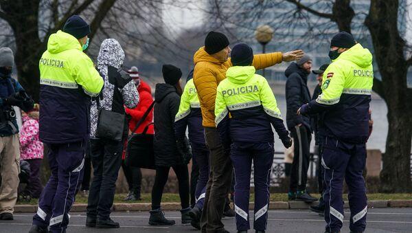 Акция протеста на набережной 11 Ноября в Риге.  - Sputnik Латвия