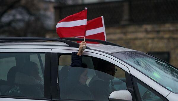 Акция протеста на набережной 11 ноября в Риге против ограничений в связи с пандемией COVID-19 - Sputnik Латвия