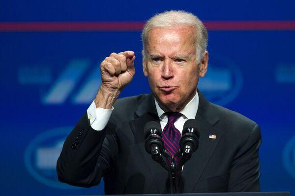 Вице-президент Джо Байден во время выступления в Вашингтоне  - Sputnik Latvija