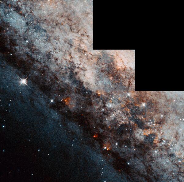 Spirālveida galaktika NGC 4945 ar šķērsi Centaura zvaigznājā  - Sputnik Latvija
