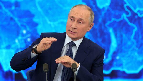Президент РФ Владимир Путин на большой ежегодной пресс-конференции в режиме видеоконференции, 17 декабря 2020 - Sputnik Latvija