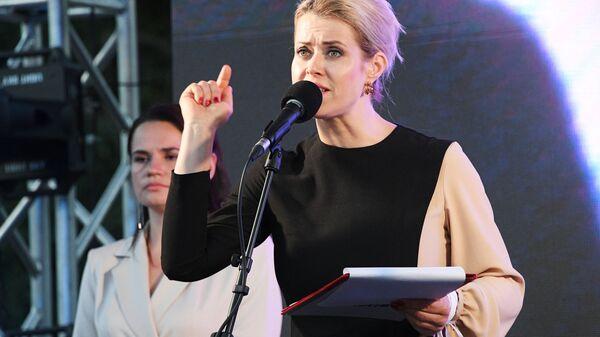 Супруга Валерия Цепкало Вероника на митинге-встрече кандидата в президенты Беларуси Светланы Тихановской - Sputnik Latvija