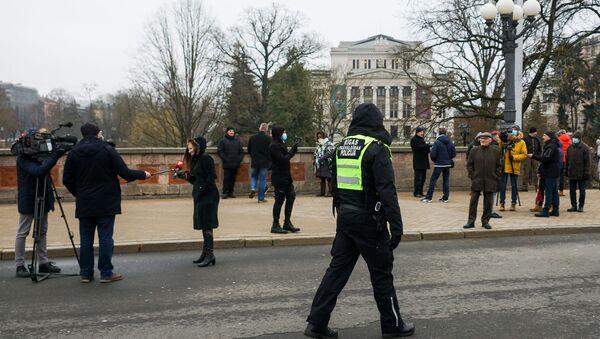 Несанкционированный митинг у памятника Свободы в Риге.  - Sputnik Latvija