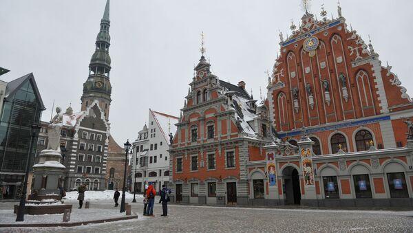 Статуя Роланда и Дом Черноголовых на Ратушной площади в Старой Риге, Латвия - Sputnik Латвия
