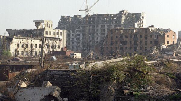 Разрушенные жилые дома в Грозном - Sputnik Latvija