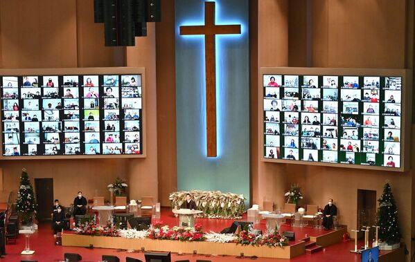 Онлайн-трансляции рождественского богослужения в церкви в Сеуле, Южная Корея  - Sputnik Latvija