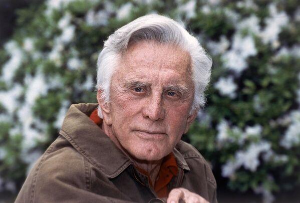Amerikāņu aktieris Kirks Duglass miris 5. februārī 103 gadu vecumā - Sputnik Latvija