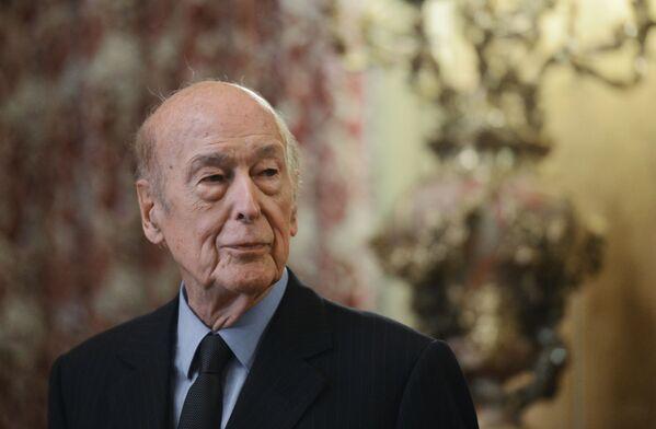 Bijušais Francijas prezidents Valērijs Žiskārs d'Estēns miris 2. decembrī 94 gadu vecumā. - Sputnik Latvija