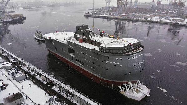 Спуск на воду ЛСП Северный полюс в Санкт-Петербурге - Sputnik Latvija