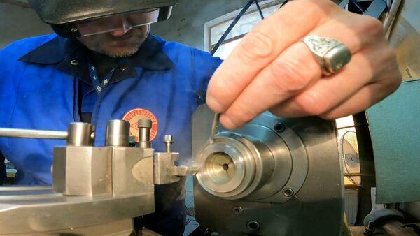 Санкт-петербургский завод помогает восстанавливать часы собора Парижской Богоматери - Sputnik Latvija