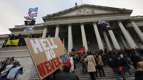 Акция протеста сторонников Д. Трампа в Вашингтоне - Sputnik Latvija