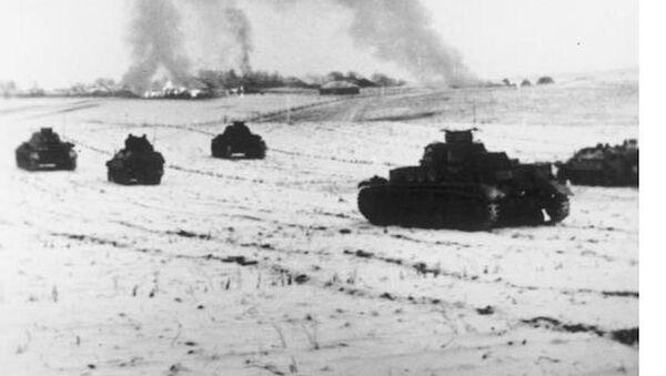Немецкие танки атакуют советские позиции в районе Истры, 25 ноября 1941 года - Sputnik Latvija