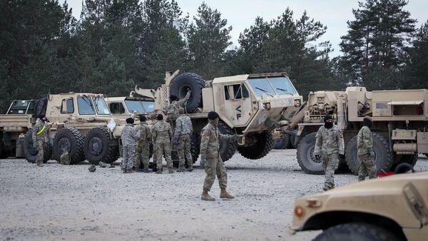 Военные 2-го батальона 8-го кавалерийского полка Сухопутных войск США в Литве  - Sputnik Латвия