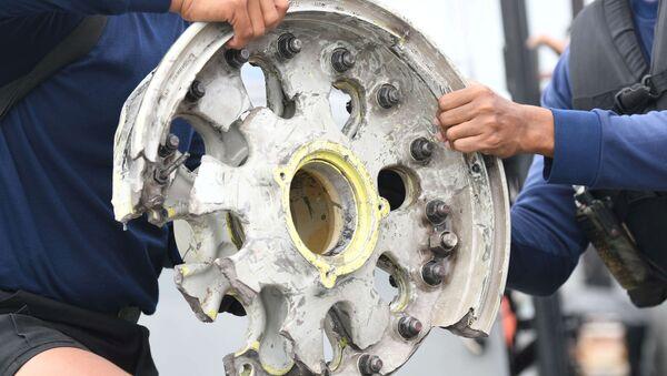 Обломки пассажирского самолета Sriwijaya Air, потерпевшего крушение в Яванском море - Sputnik Латвия