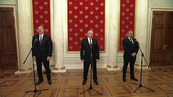 Чем закончилась новая встреча Путина, Алиева и Пашиняна по Карабаху - Sputnik Латвия