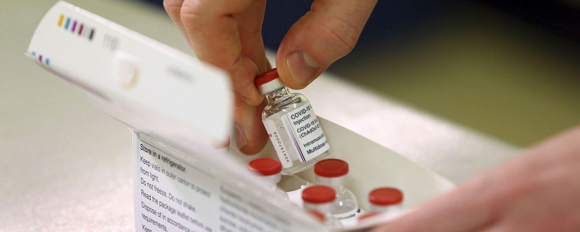 Вакцина от COVID-19 производства компании AstraZeneca - Sputnik Латвия, 1920, 26.02.2021