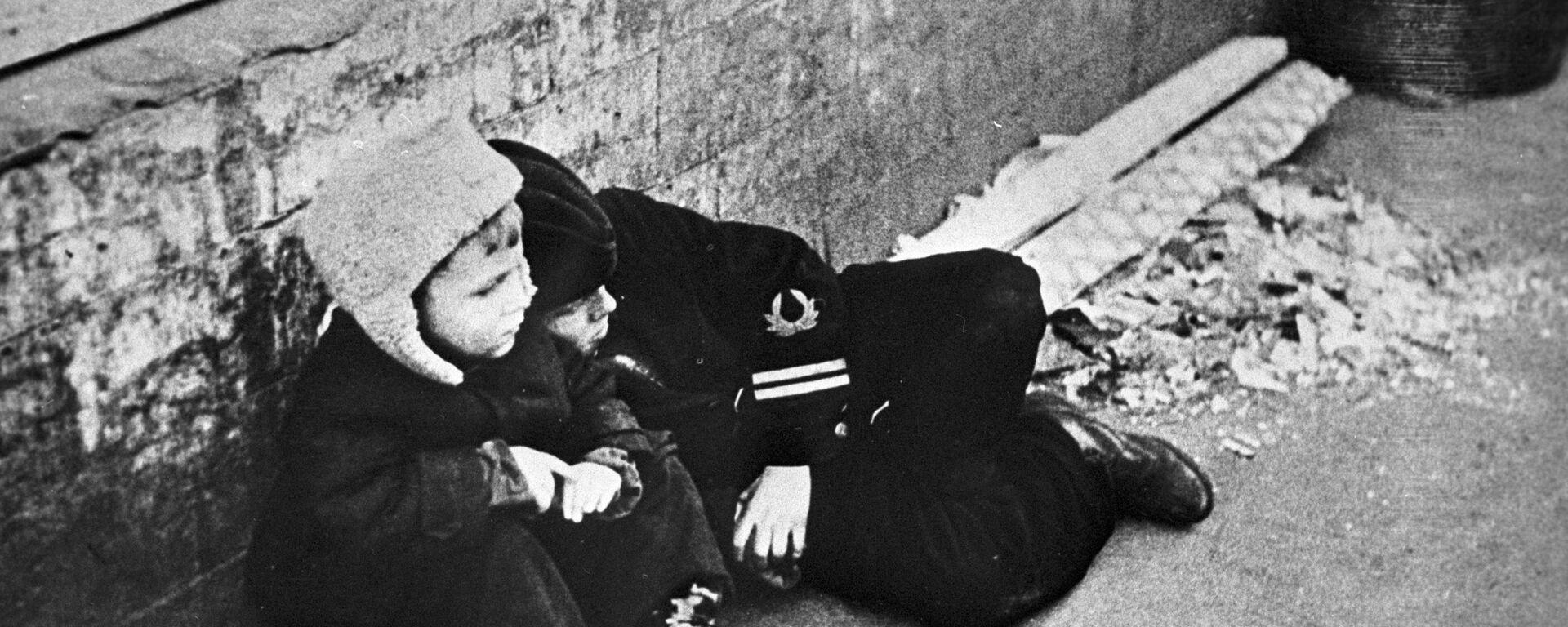 Дети в блокадном Ленинграде - Sputnik Латвия, 1920, 27.04.2021