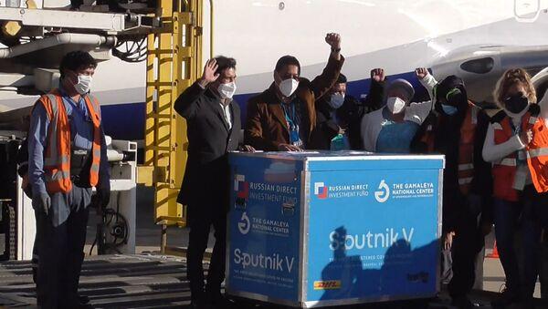 Первая партия вакцины Спутник V доставлена в Боливию - Sputnik Латвия