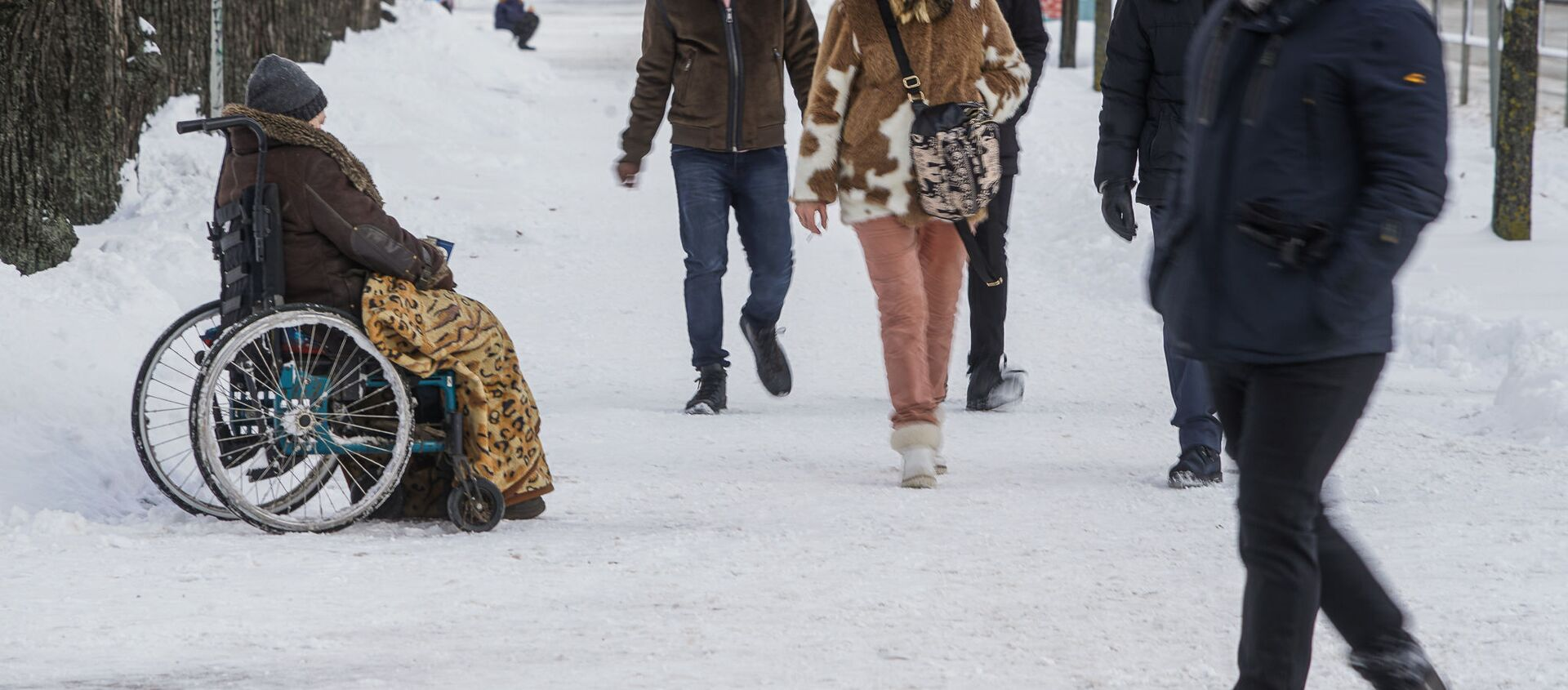 Женщина-инвалид просит милостыню в Риге - Sputnik Latvija, 1920, 21.03.2021