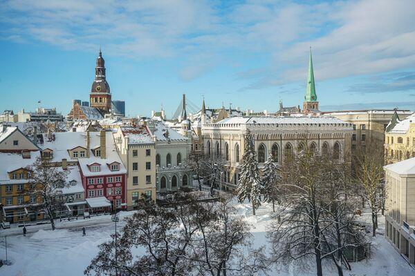 Вид на Старую Ригу и Домский собор зимой - Sputnik Латвия