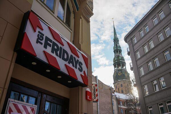 Ресторан Fridays и собор Святого Петра - Sputnik Латвия