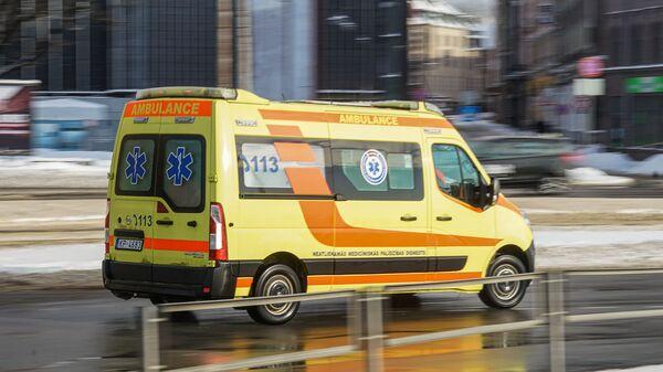 Машина скорой помощи зимой - Sputnik Латвия