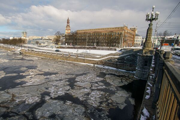 Тонкий лед на Даугаве - Sputnik Латвия