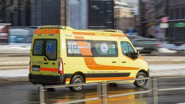 Машина скорой помощи зимой - Sputnik Latvija
