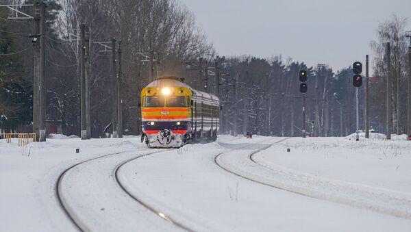 Дизельный поезд Рига-Сигулда Латвийской железной дороги - Sputnik Латвия