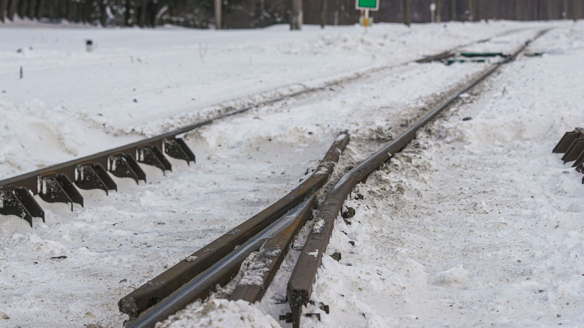 Железнодорожные пути, занесенные снегом - Sputnik Latvija, 1920, 06.10.2021