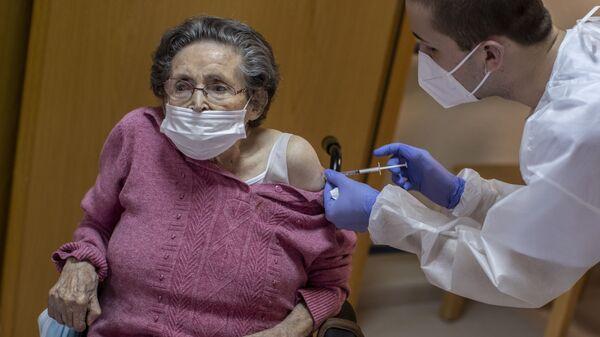 Вакцинация от COVID-19 - Sputnik Латвия