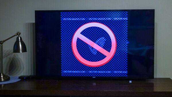 Знак запрета на экране телевизора - Sputnik Латвия