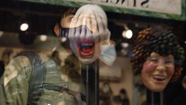 Карнавальные маски в магазине в Венеции  - Sputnik Латвия