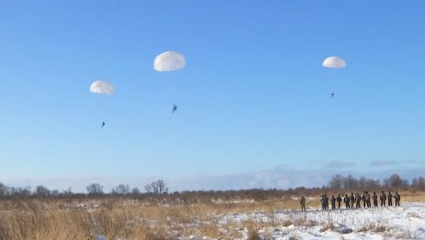 Морские пехотинцы Балтийского флота десантировались с вертолетов - Sputnik Latvija