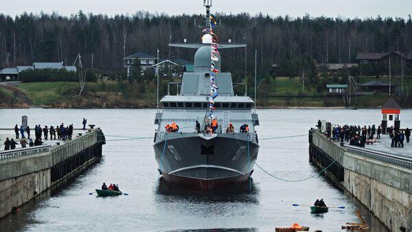 Спуск на воду первого серийного малого ракетного корабля Тайфун проекта 22800 - Sputnik Latvija