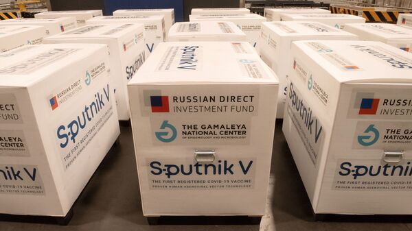 Груз с российской вакциной Sputnik V на складе грузового терминала аэропорта - Sputnik Latvija