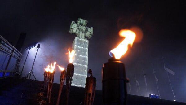 COVID-19 факельному шествию не помеха: как в Эстонии отметили День независимости - Sputnik Latvija