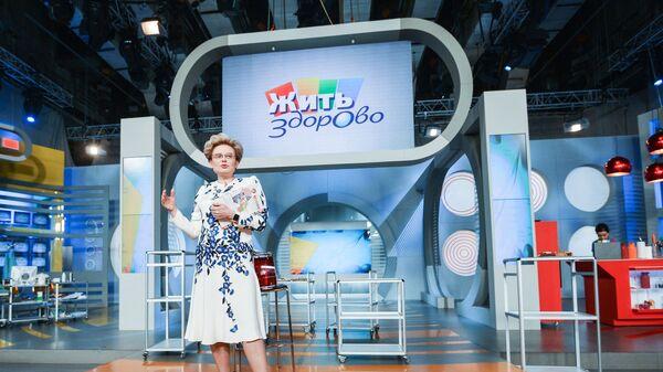 Елена Малышева в студии программы Жить здорово - Sputnik Latvija
