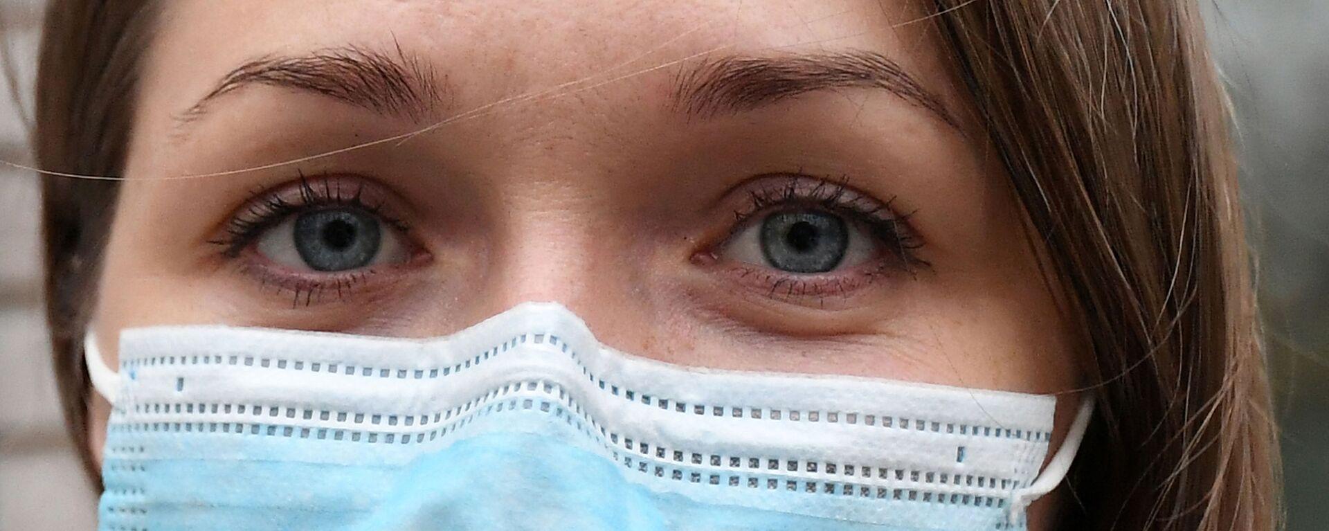 Старшая медсестра нового временного инфекционного ковид-госпиталя в Красноярске - Sputnik Латвия, 1920, 13.07.2021