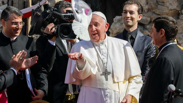 Папа Римский Франциск во время визита в Мосул, Ирак  - Sputnik Латвия