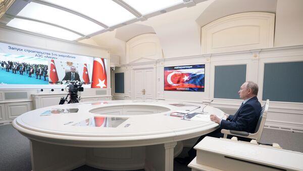 Президент РФ Владимир Путин и президент Турции Реджеп Тайип Эрдоган дали старт строительству третьего энергоблока АЭС Аккую, 10 марта 2021 - Sputnik Латвия