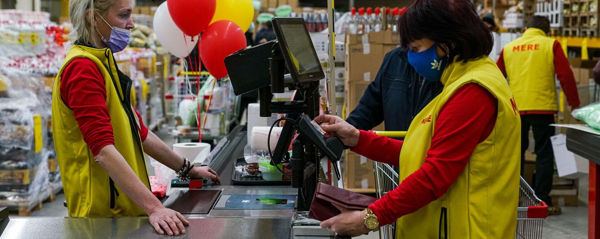 В Риге открылся российский магазин-дискаунтер торговой сети Mere - Sputnik Латвия, 1920, 17.03.2021