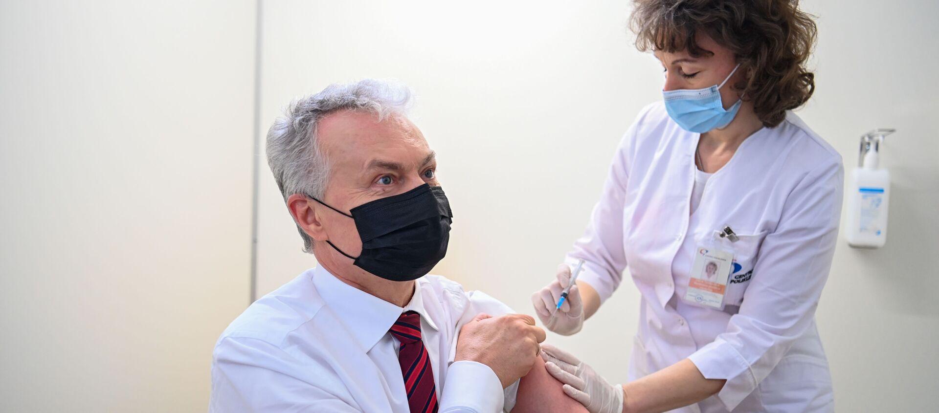 Президент Литвы Гитанас Науседа на вакцинации от коронавируса - Sputnik Латвия, 1920, 22.03.2021