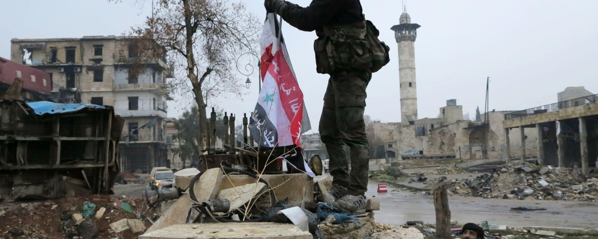 Военнослужащие в освобожденном квартале восточного Алеппо - Sputnik Latvija, 1920, 25.03.2021
