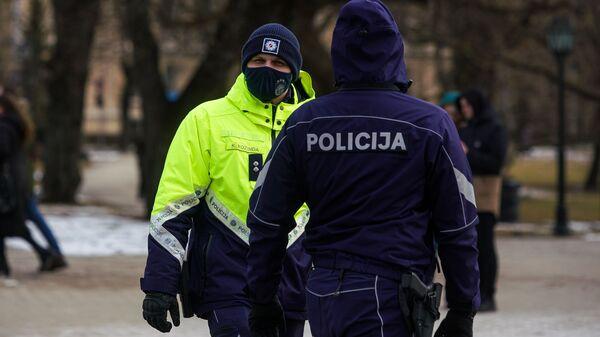 Акция протеста против ограничений, связанных с COVID-19 - Sputnik Латвия