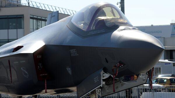 Истребитель-бомбардировщик Lockheed Martin F-35 Lightning II - Sputnik Latvija