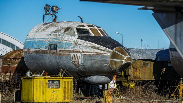 Кабина советского пассажирского самолета Ту-124 - Sputnik Latvija